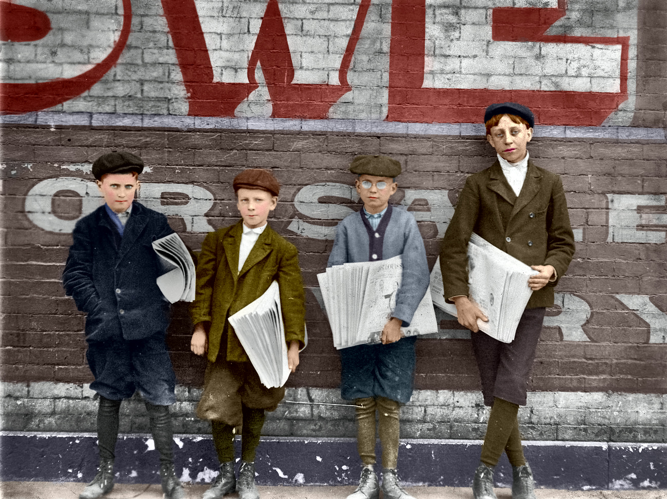 newsboys1910by-lewis-hine